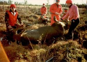 Kapen (Kaarlo Mustonen) ensi kaato juustolan alta. Vuosi ei ole 2011 vaan vähän aiemmin vuonna 1983. Kape vasemmalla